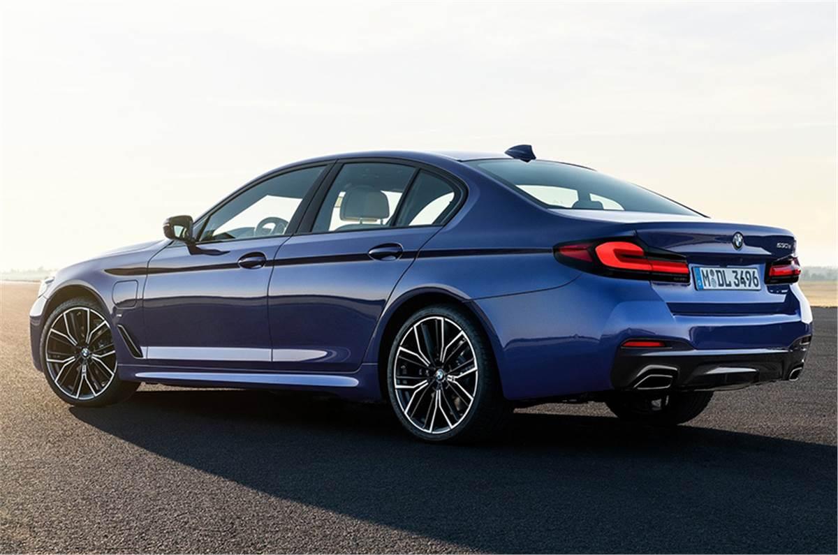 2021_BMW-5-Series-2021-rear