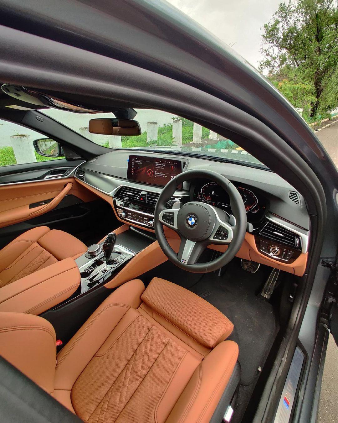 2021_BMW_5_Series_interior